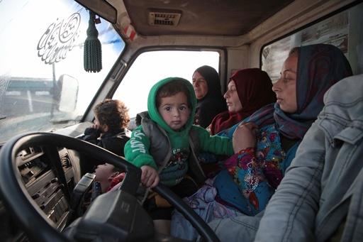 シリア・イドリブで戦闘激化、80人以上死亡 空爆・燃料不足で避難も困難