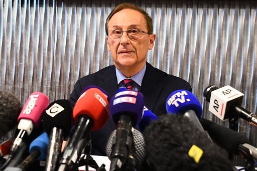 仏フィギュア界の性的虐待問題、辞任拒否の連盟会長が批判一蹴