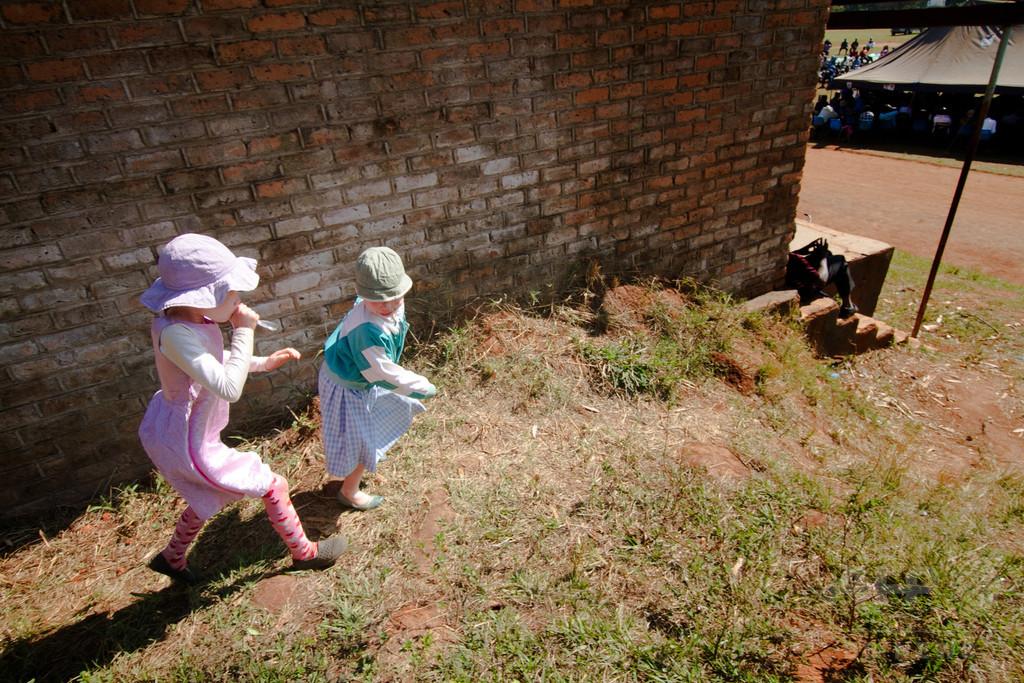 拉致されたアルビノ5歳女児、首切られ発見 選挙控え呪術の犠牲か