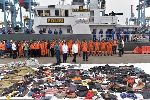 インドネシア機墜落、回収物と遺体の選別続く 政府は全機検査指示