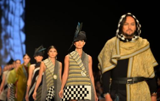 コロンビアでファッションウィーク、地元デザイナーらが新作