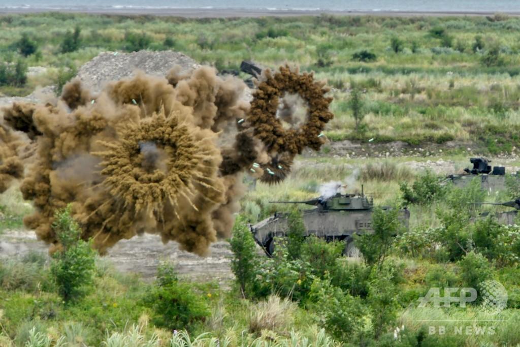 台湾、中国の「侵略」想定した実弾演習実施 ヘリ墜落で2人死亡