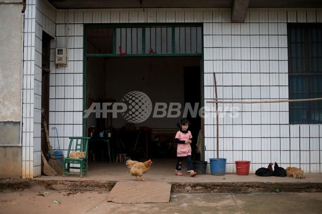 中国、親の出稼ぎで6100万人が「留守児童」に
