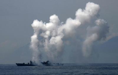 台湾総統、海軍の軍事演習を視察 中国との緊張強まる中