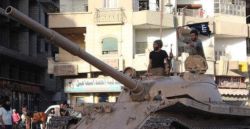 イスラム国、シリア北部の空港掌握 激戦で500人死亡 NGO