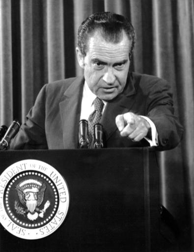 故エドワード・ケネディ氏にスパイをつけていたニクソン大統領