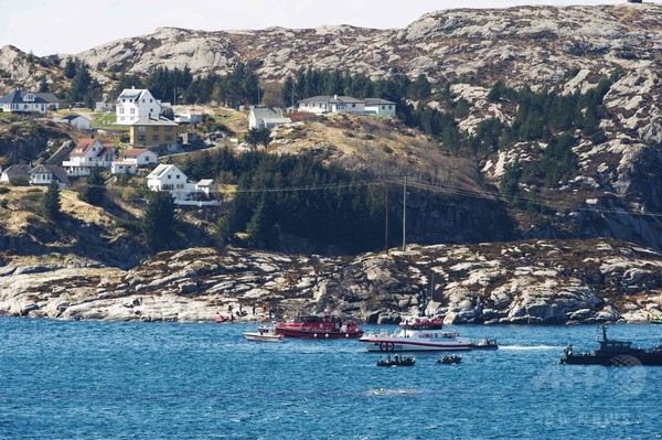 ノルウェー沖でヘリ墜落、油田作業員ら13人死亡 救難当局