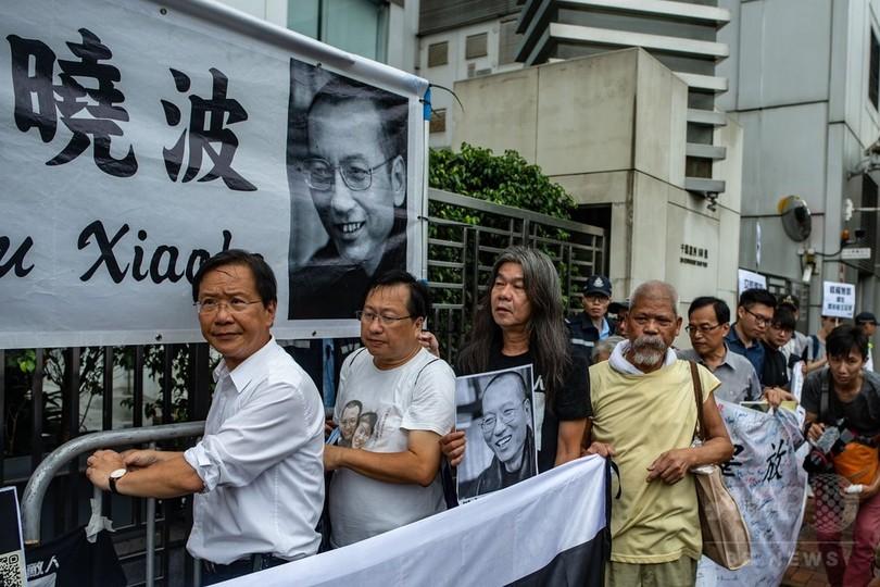 劉暁波氏の一周忌、香港で民主化デモ