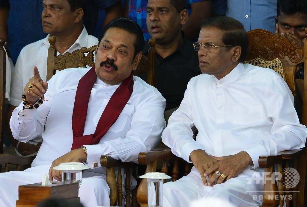 政治混乱続くスリランカ、議会が内閣不信任案可決