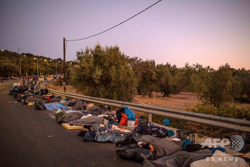 ギリシャ最大の移民施設火災、独仏など数百人の受け入れ表明