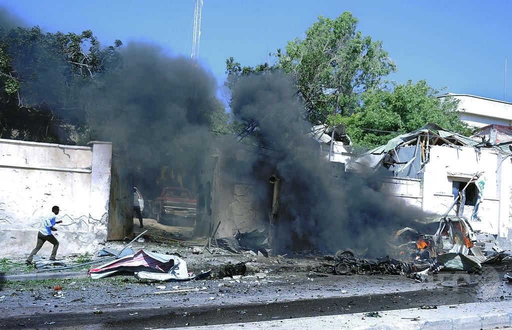国連の車列に自爆攻撃、4人死亡 ソマリア