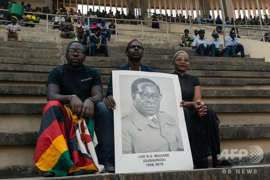 ジンバブエでムガベ前大統領の国葬、各国指導者参列 会場は半分以上空席