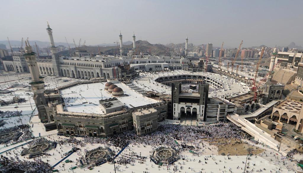 メッカの聖モスクから仏男性が飛び降り死亡 、サウジアラビア 写真1枚 ...