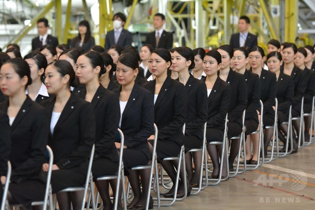 【画像】JALの入社式、新人スチュワーデスら1000人。 マスゲームしそう