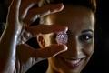 ピンクダイヤモンド、史上最高の83億円で落札