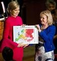 欧州の同性愛者、大半が公の場で恐怖感じる EU報告書
