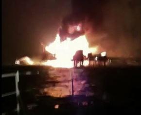 メキシコ湾で油田が爆発炎上、4人死亡
