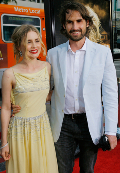 『ドラッグ・ミー・トゥ・ヘル』プレミア上映開催、主演アリソン・ローマンのドレスは?