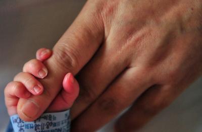 カンボジアの子どもを襲う謎の病気、3か月で60人死亡 WHO