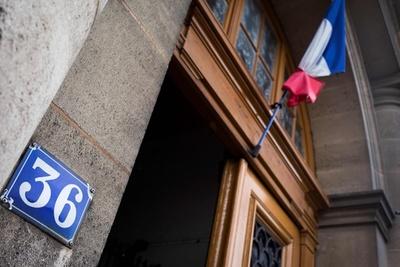 仏警視庁内で観光客をレイプ、エリート警官2人に禁錮7年