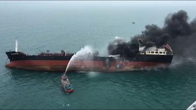 動画:香港沖で石油タンカーが爆発・炎上、1人死亡