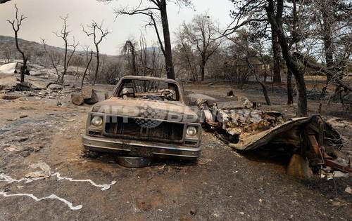 米ロサンゼルス郊外で山火事、60...