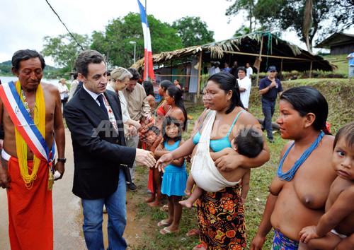 国際ニュース:AFPBB News仏大統領、仏領ギアナ訪問
