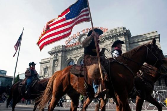 カウボーイや牛が大行進、米コロラドで家畜の祭典