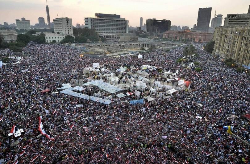 エジプト大統領府、軍の「最後通告」を拒否 エジプト