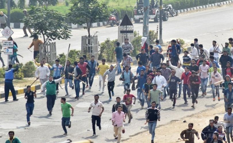 カーストデモ暴徒化で19人死亡、200人負傷 水路閉鎖で首都水不足 インド
