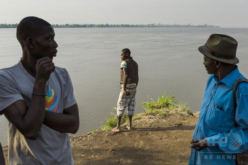 中央アフリカで船が炎上・沈没、乗客100人近く不明の恐れ