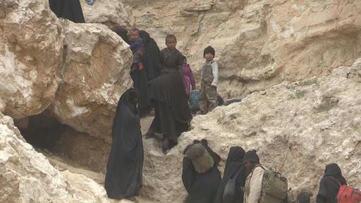 動画:シリア最後のIS拠点を後にする戦闘員と家族ら