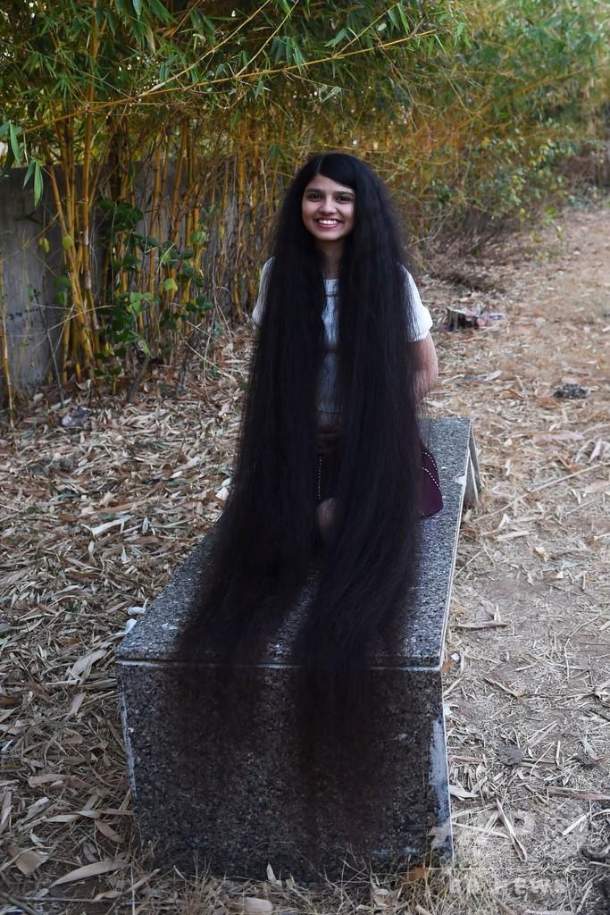 世界一髪の長い10代「インドのラプンツェル」、1.9mで記録更新