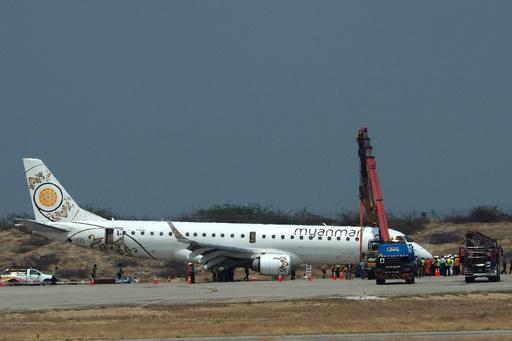 ミャンマーで旅客機が胴体着陸、前輪出ず