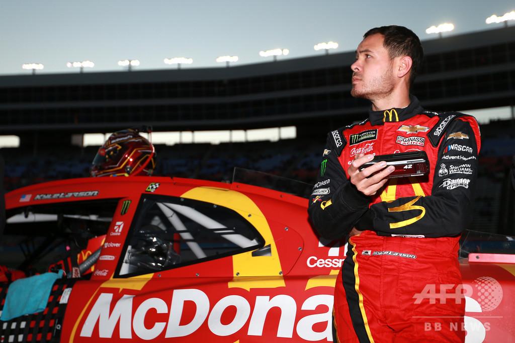 NASCAR選手、バーチャルレースで人種差別発言 無期出場停止に