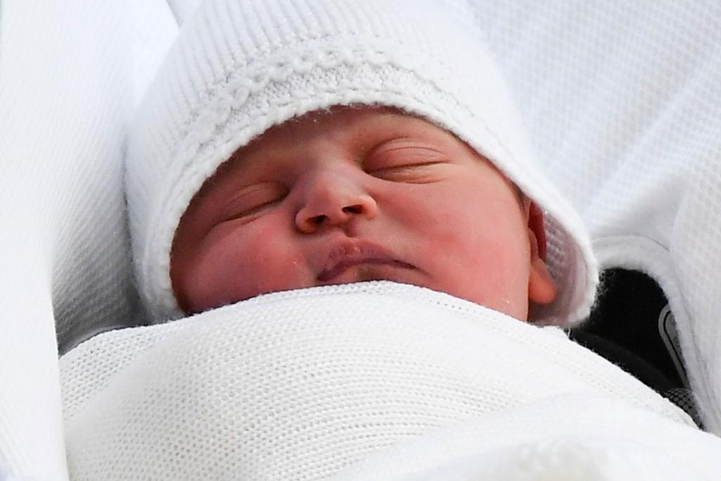 英王子夫妻、第3子に「ルイ・アーサー・チャールズ」と命名