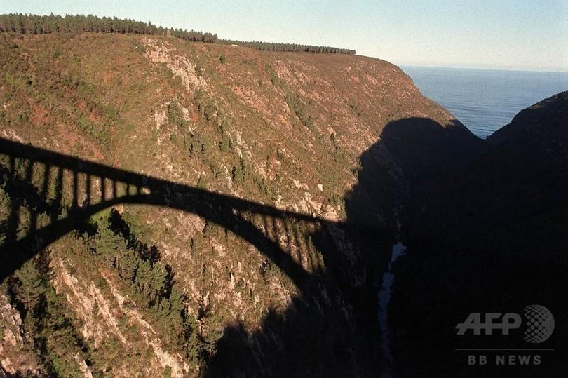 80歳女性、欧州有数の高い橋からバンジージャンプ