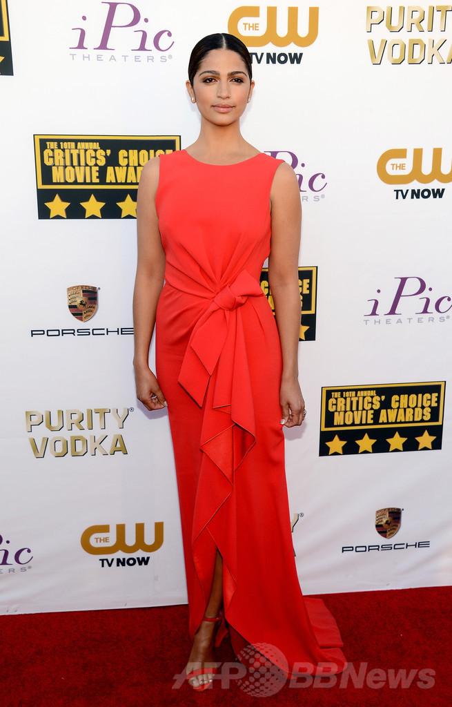カミーラ・アルベス、放送映画批評家協会賞授賞式で着用したのは ...