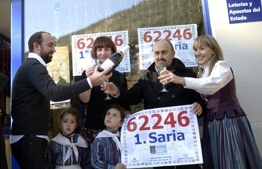 スペイン恒例の「太っ腹」クリスマス宝くじ、苦しい家計の足しに