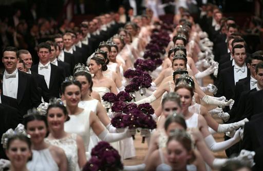 ウィーンのオペラ座舞踏会、今年も華やかに開催