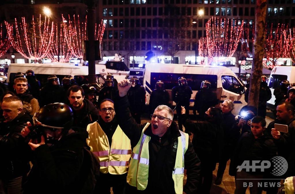 仏「黄色いベスト」運動7週目、警察が催涙ガス使用
