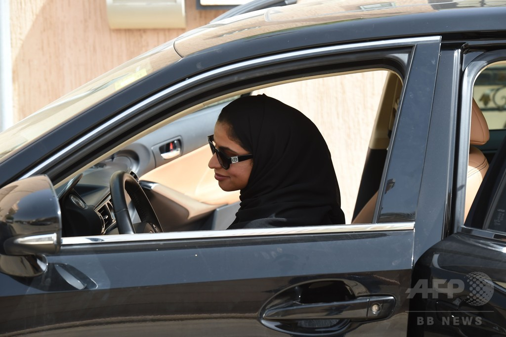 サウジ女性の車に放火、運転解禁から1週間あまり