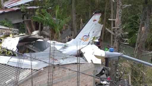 動画:コロンビアで小型機墜落、7人死亡 現場の映像