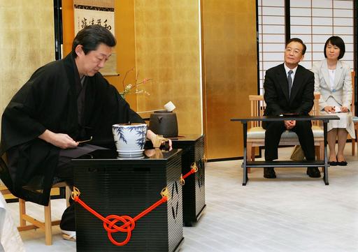 温家宝首相、市民交流で親しみやすさをアピール - 京都