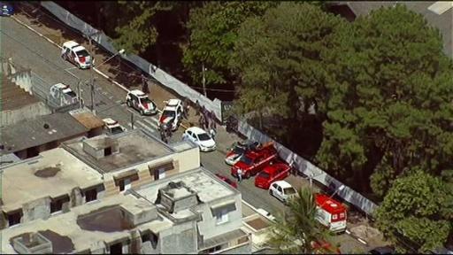 動画:ブラジルの学校を元生徒が銃撃、8人死亡 事件現場の映像
