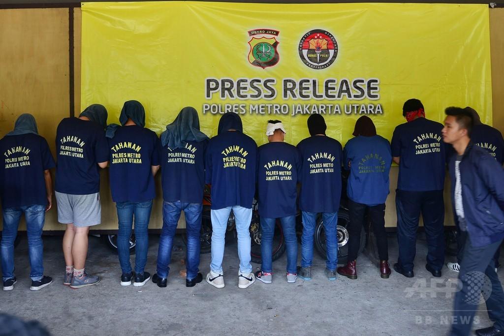 サウナで同性愛者のパーティー開催、男性141人拘束 インドネシア