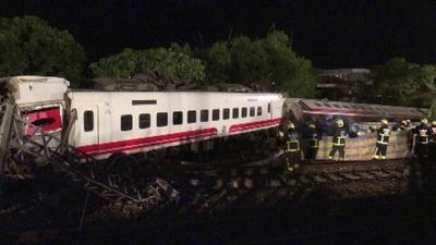 動画:台湾で列車が脱線し横転 18人死亡、168人負傷