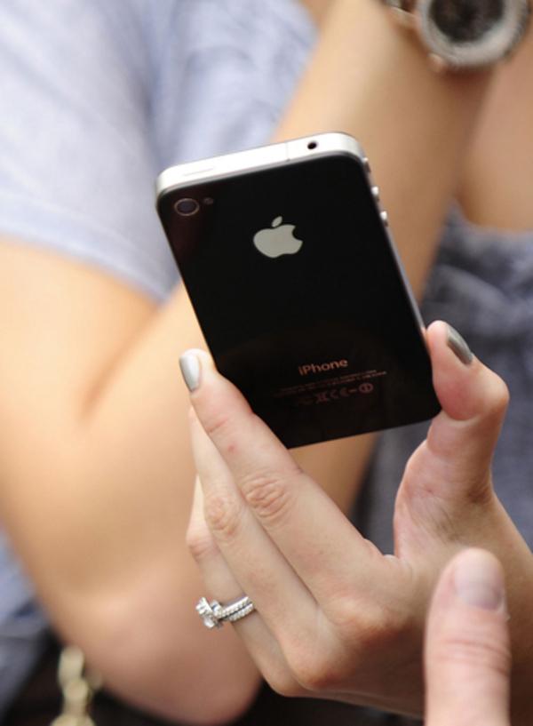 アップルの秘密主義がもたらしたiPhoneの受信問題
