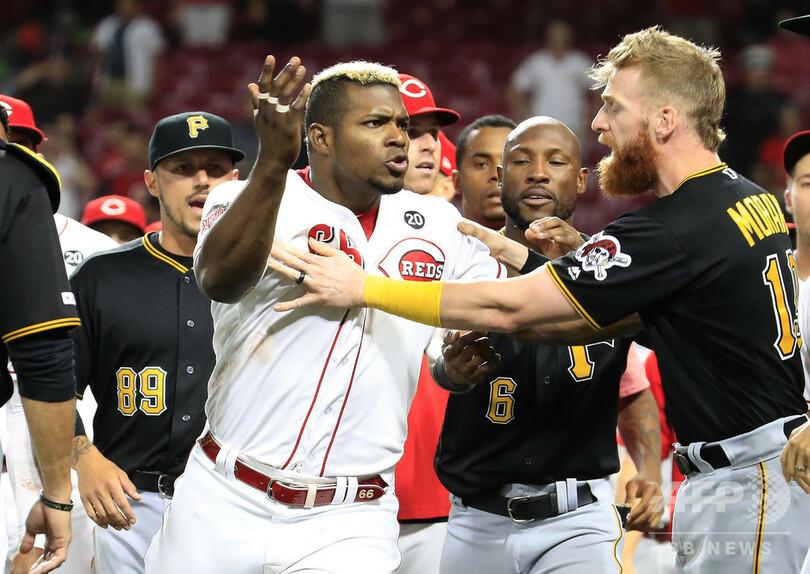 MLB選手6人と監督2人が出場停止処分、両軍総出の大乱闘で 写真2枚 国際 ...