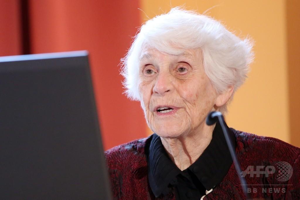 102歳ドイツ女性がついに博士号、ナチス迫害で最終試験遅れる